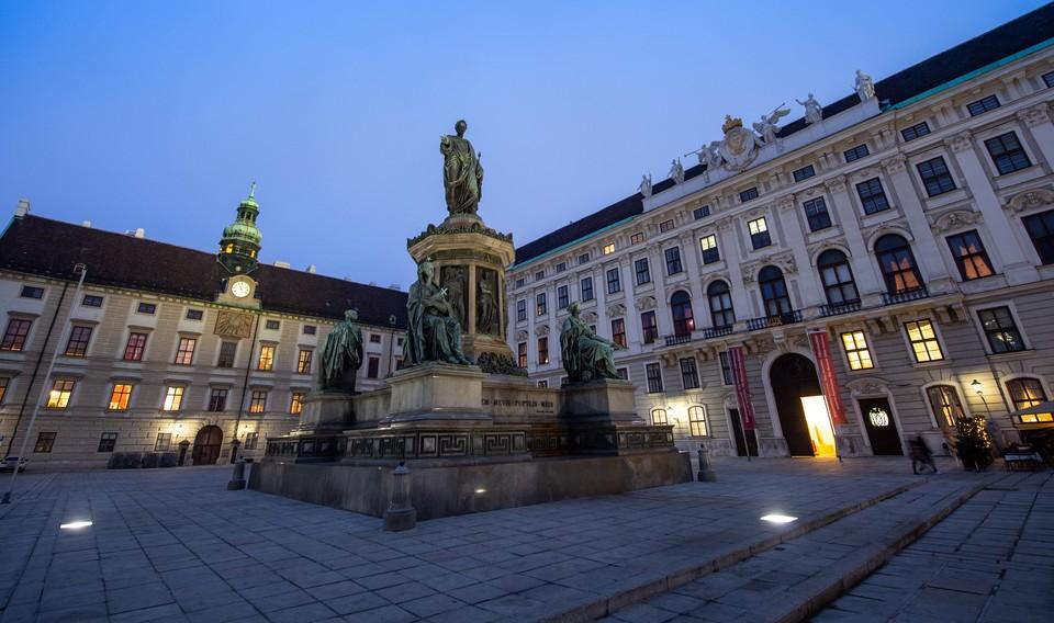 Президентский дворец в Вене эвакуируют из-за сообщения о заложенной бомбе