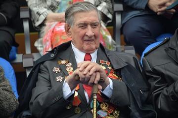 Участник Великой Отечественной Владимир Долгих: На День Победы с Брежневым мы не выпивали. А сейчас рюмочку подниму