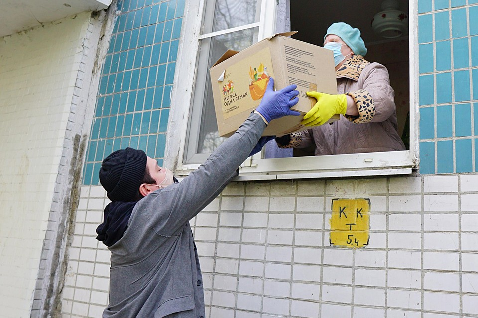 Ив прошелся в подмосковных Котельниках по квартирам тех, кому нужна помощь во время карантинных мер
