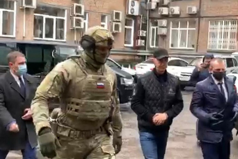 СК опубликовал видео задержания экс-депутата за организацию заказных убийств. Фото: стоп-кадр видео следственного комитета России.