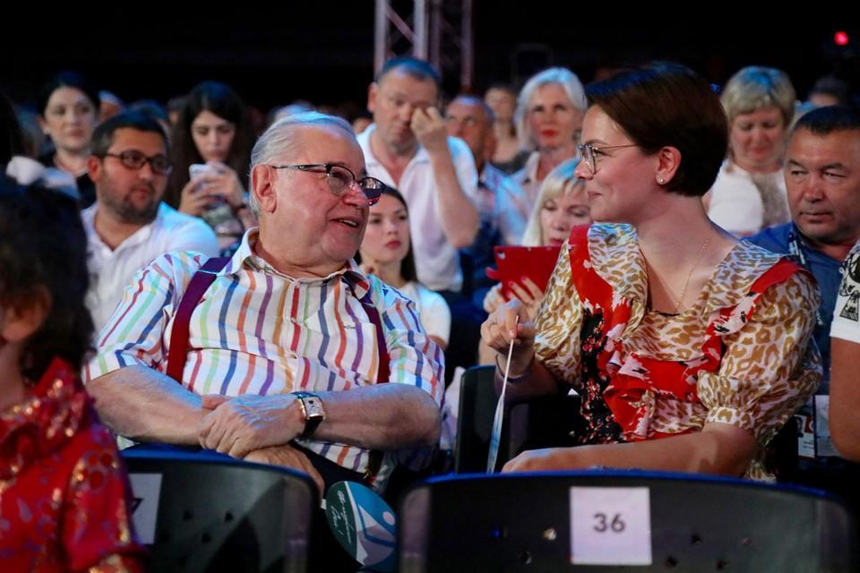 Татьяна Брухунова показала, чем кормит 74-летнего сатирика