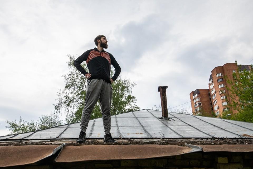 Раз гулять на земле нельзя, корреспондент «КП» полез на крышу.