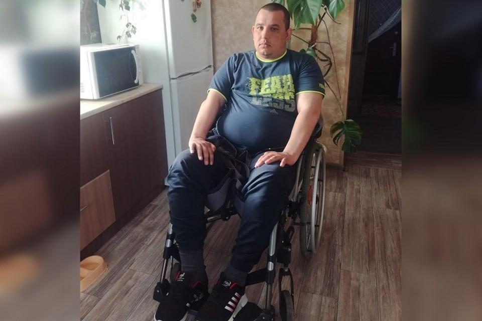 Евгений уже почти год передвигается только на коляске