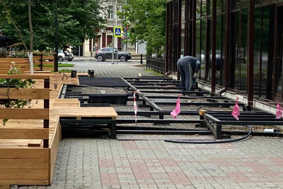 Летнюю веранду кафе уменьшили из-за жалоб ростовчан. Фото: администрация Ростова