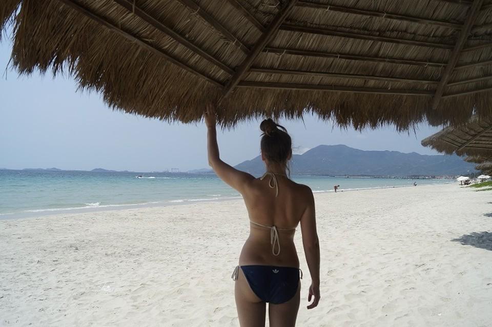 Заграничные курорты могут принять туристов в августе.
