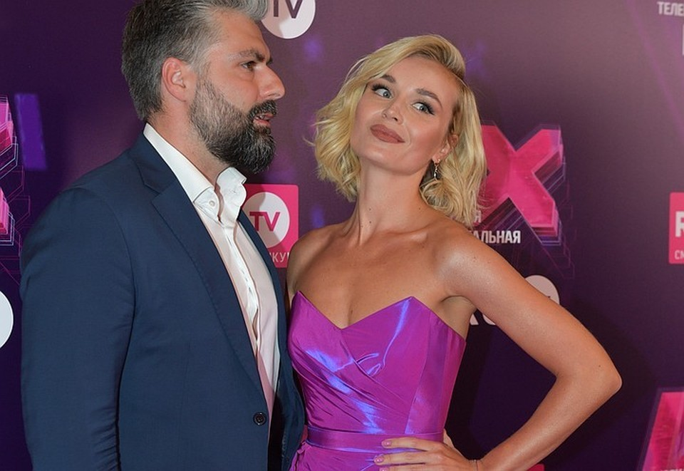 Полина Гагарина хоть и ушла от мужа Дмитрия Исхакова, но официально звезды пока не развелись