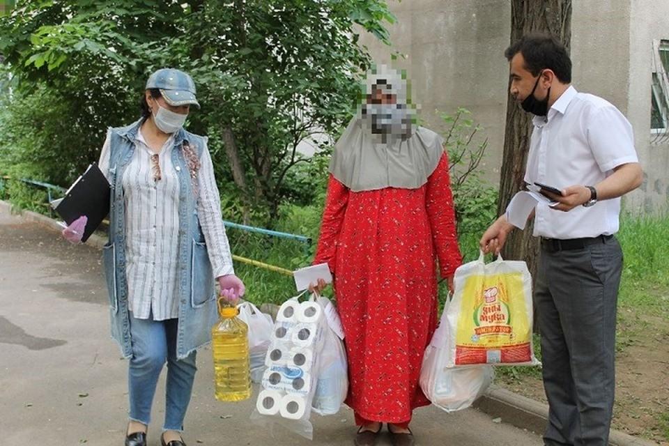 Данная гуманитарная помощь немного облегчит жизнь наших соотечественников, которые остались без работы в чужой стране.