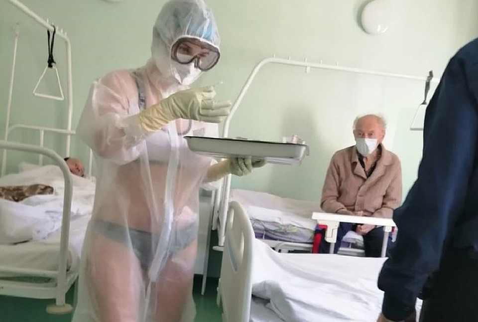 Медик из Тулы прославилась своим купальником под защитным костюмом. Фото: Тульские новости