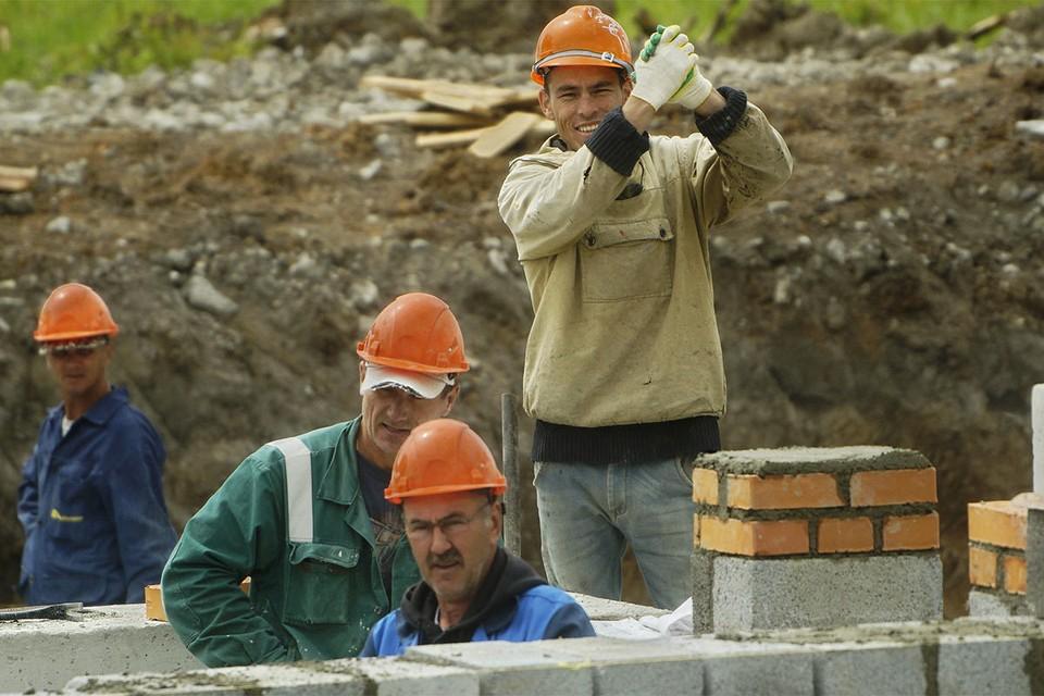 Строители жилого дома, Нижний Тагил.