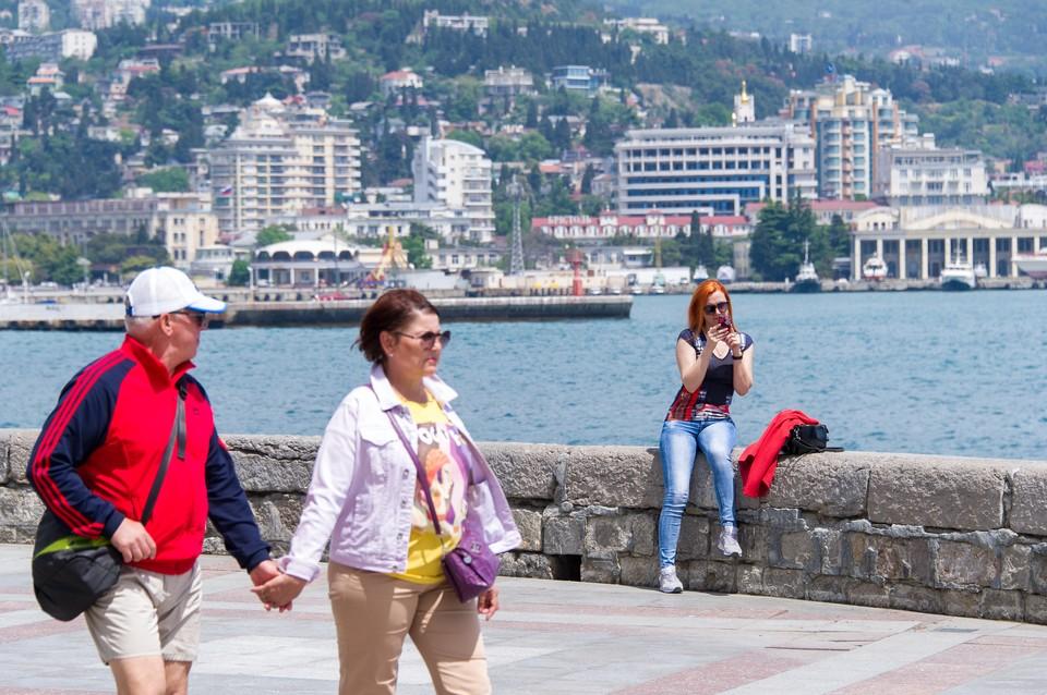 В Крыму уже полно приезжих, которые останавливаются в арендованном жилье
