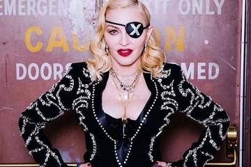 «Совершенно непристойно»: 62-летняя Мадонна шокировала Инстаграм снимком с раздвинутыми ногами