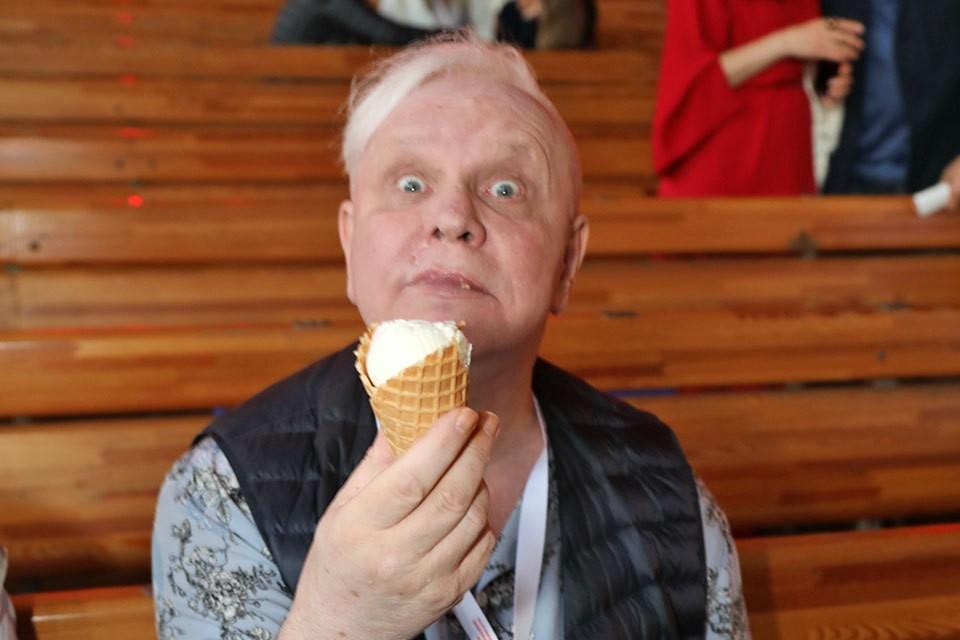 Борис Моисеев начал выходить на публику