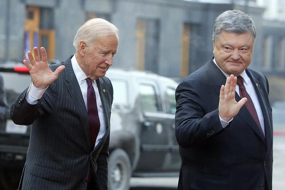 Петр Порошенко и Джо Байден в 2017 году в Киеве.