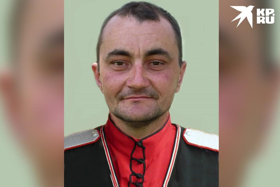 Василий Тарасенко вынес на руках 78-летнюю соседку из горящего дома.