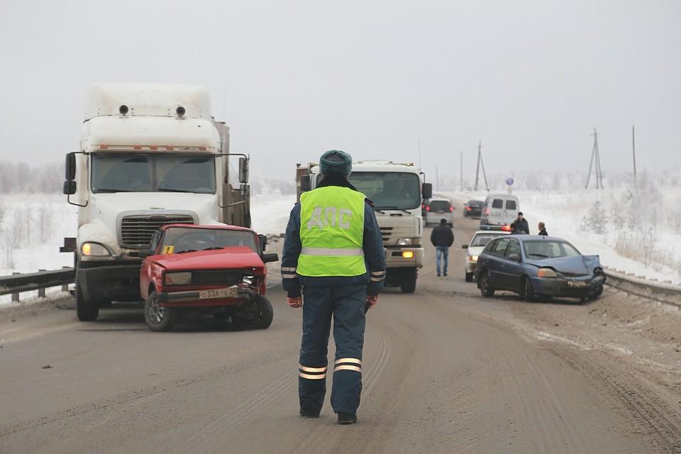 Оперативники УФСБ задержали в Красноярском крае за взятки 12 сотрудников полиции
