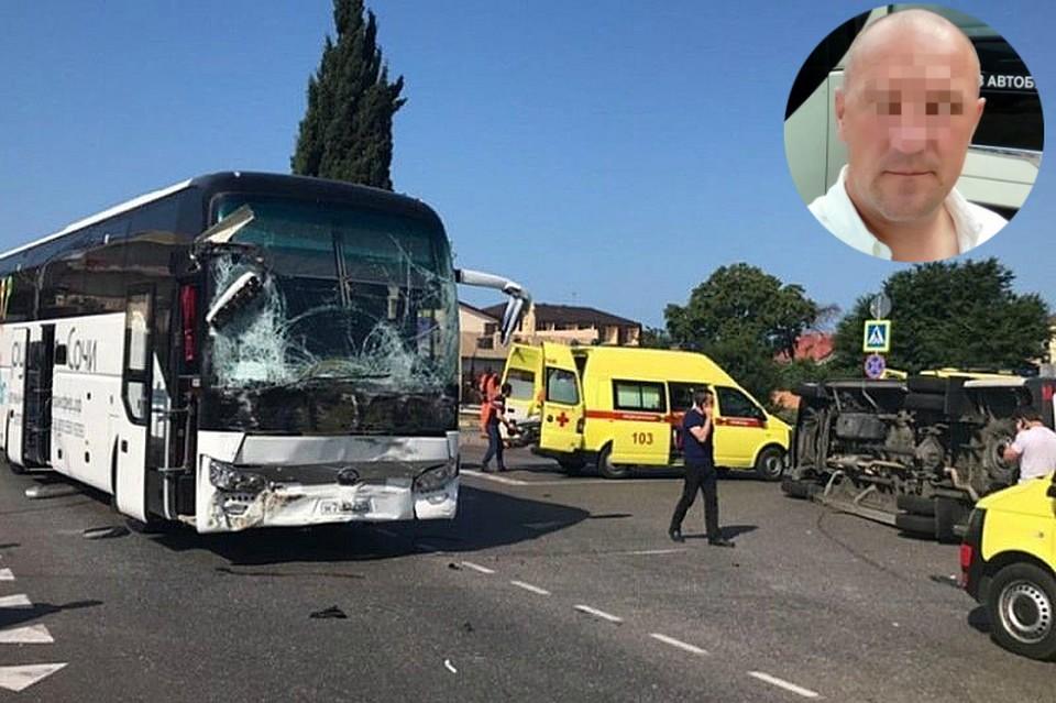 На дороге столкнулись два экскурсионных автобуса, за рулем одного из которых и был осужденный.