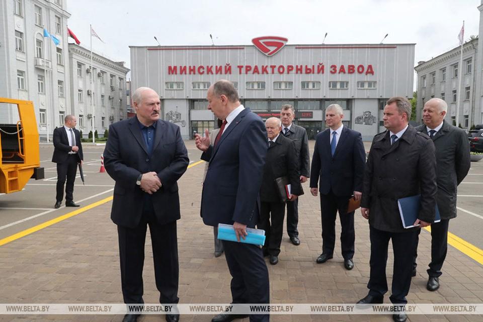 Александр Лукашенко на МТЗ. Фото: belta.by