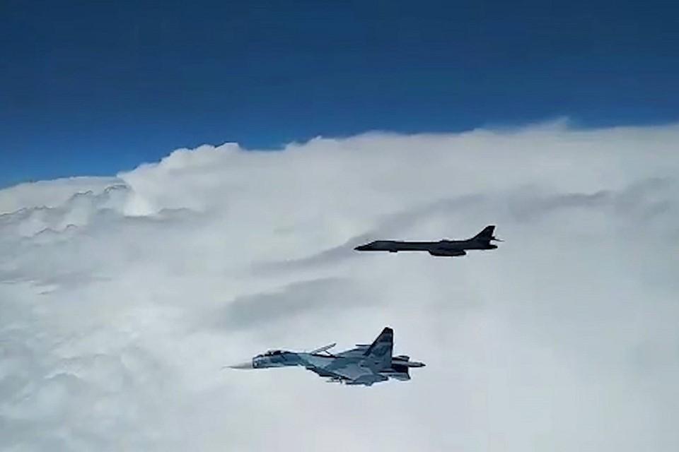 Российские истребители приблизились к самолетам США на близкое расстояние для визуальной идентификации. Фото: Минобороны РФ.