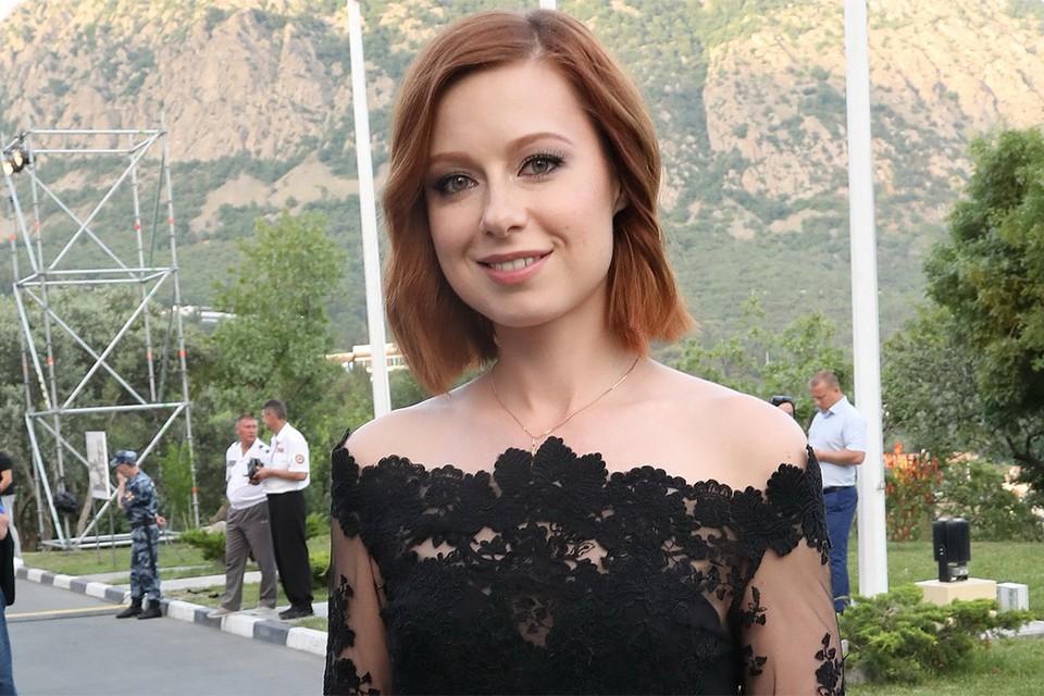 Певица Юлия Савичева.