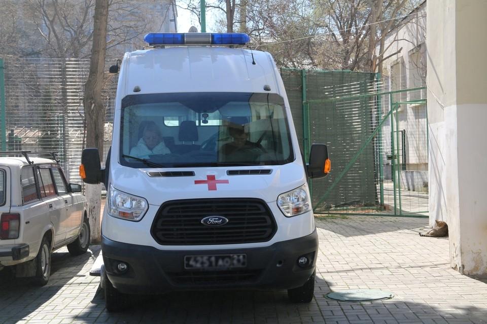 """Двоих пассажиров из аэропорта """"Симферополь"""" отправили в больницу с высокой температурой"""