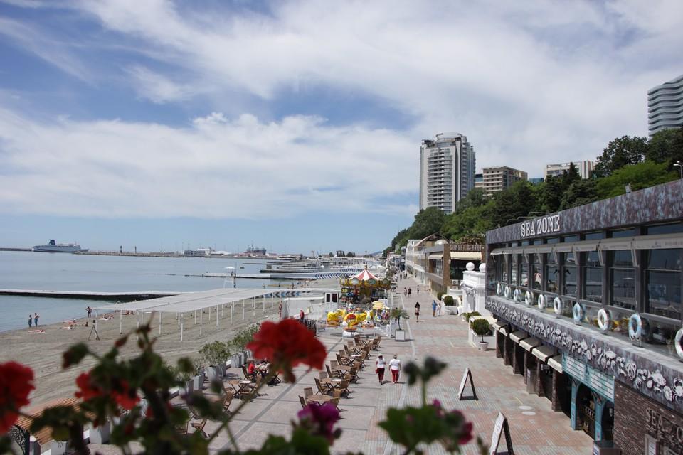 В Сочи первыми приняли местных жителей и туристов 20 пляжных территорий. Фото: @ann_image77