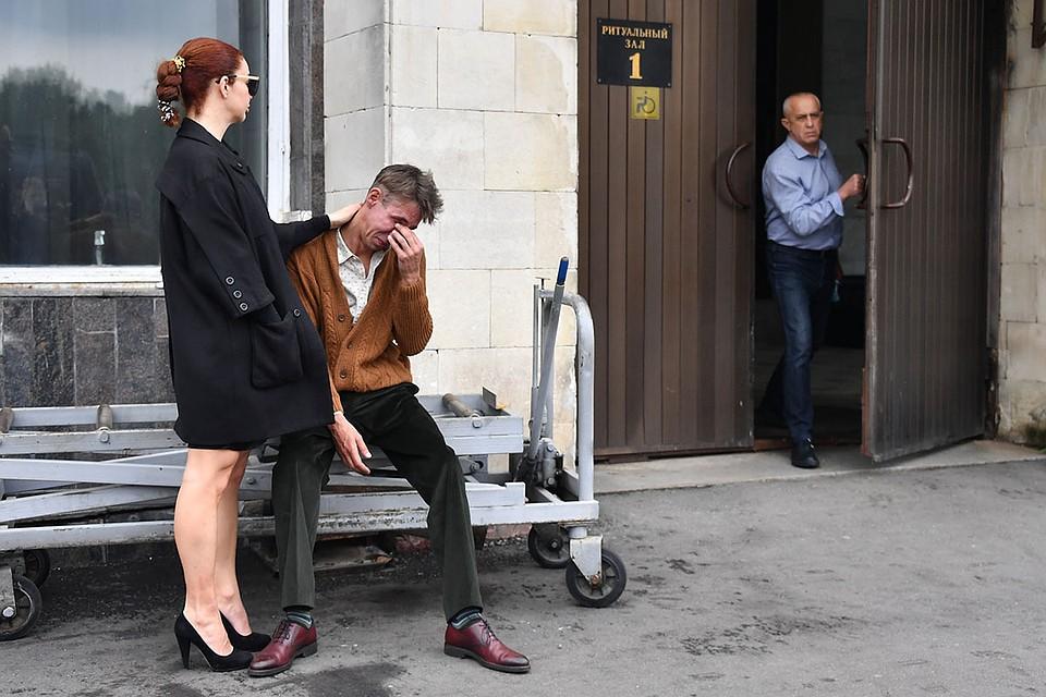 Появилось видео неподобающего поведения Панина на похоронах Кокшенова