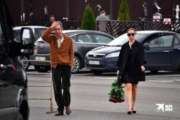 Скандал на похоронах Михаила Кокшенова: Татьяна Васильева набросилась на потерявшего стыд Панина