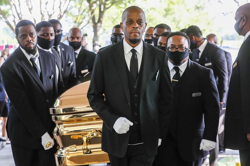 Флойда похоронили d Хьюстоне, в Церкви Источника Хвалы&