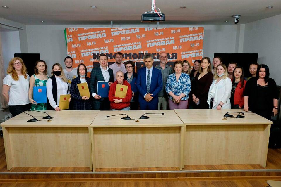 Комитет по печати Санкт-Петербурга поздравил «Комсомолку» с 95-летием и вручил сотрудникам редакции благодарственные письма