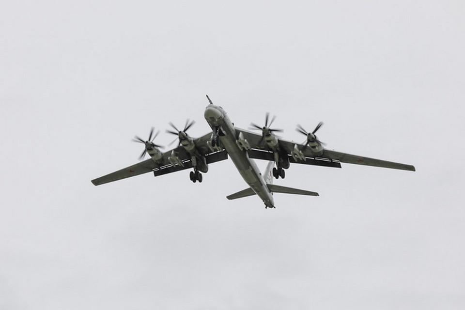 Ракетоносцы Ту-95мс дальней авиации Воздушно-космических сил России патрулировали над нейтральными водами.