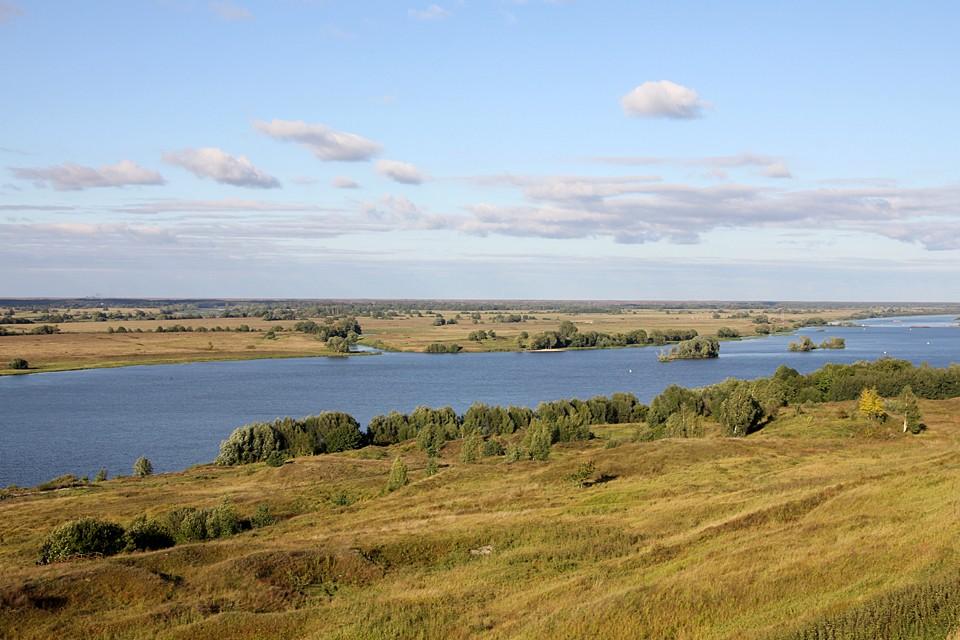 Ока - это главная русская река, но не в том мифологическом смысле, в каком главная река - это Волга, а - скорее, в пейзажном