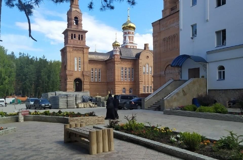 Среднеуральский женский монастырь находится в 30 километрах от Екатеринбурга.