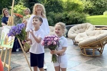 «Без прикрас и грима»:  Пугачева без макияжа поздравила Галкина с днём рождения