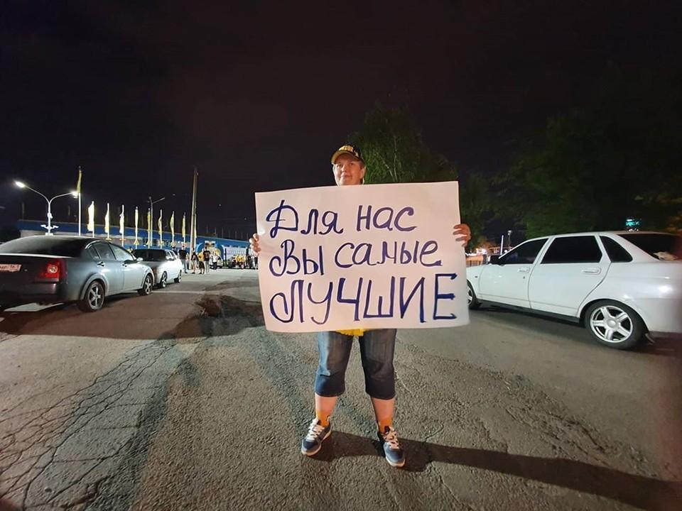 Болельщики подготовили плакаты и баннеры. Фото: соц. сети.