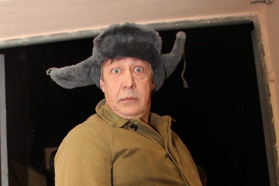 После смертельного ДТП, которое устроил Михаил Ефремов 8 июня в центре Москвы, актер коротает дни и ночи под домашним арестом в апартаментах в Плотниковом переулке.