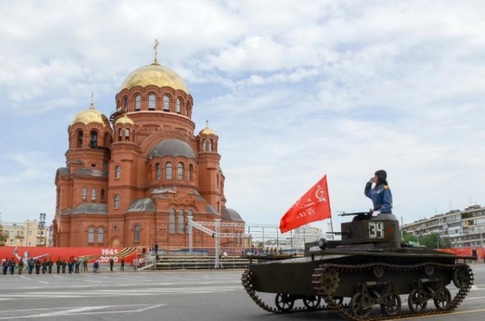 В параде Победы в Волгограде примут участие более тысячи человек, 42 единицы техники и боевая авиация.