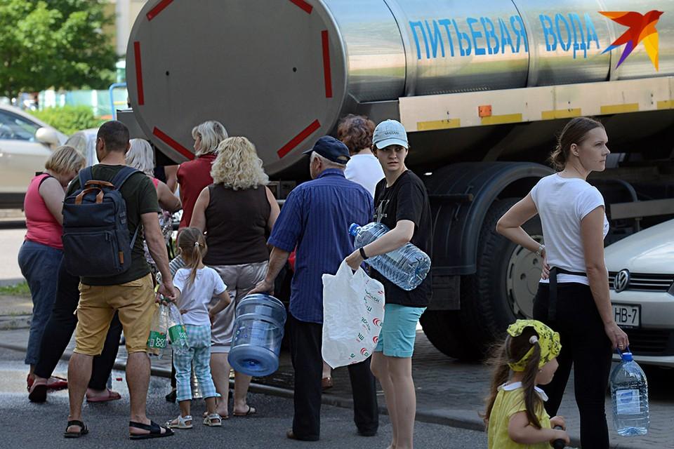 В тех районах, где возникли проблемы с водой, появились цистерны