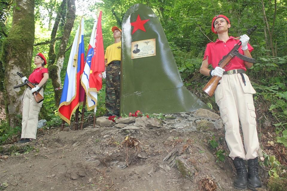 В Сочи открыли памятник герою-лётчику Великой Отечественной войны. Фото пресс-службы мэрии курорта.