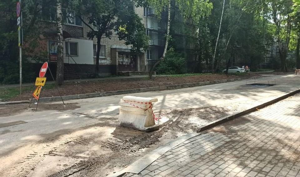 Частично ограничено движение по улице Большевиков.
