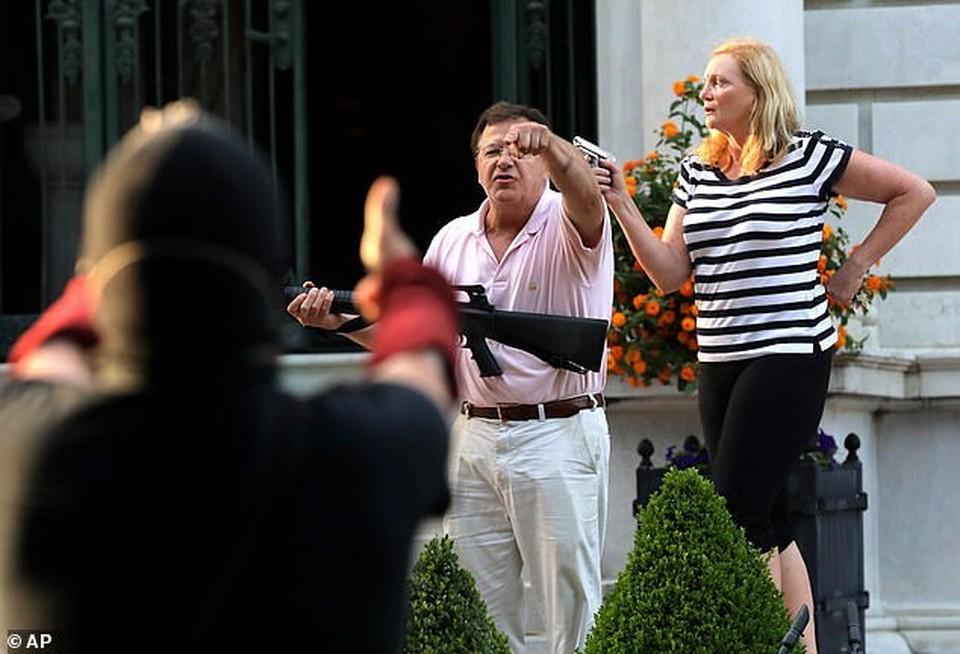 Адвокаты защитили свой дом от протестующих