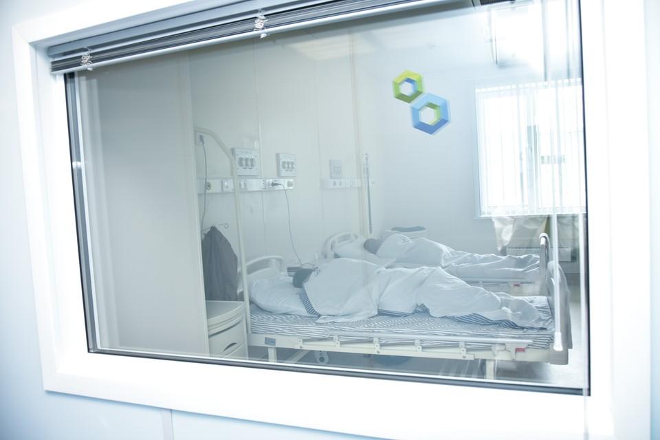 В инфекционных больницах Новосибирска лечатся 2 335 пациентов с COVID-19 и подозрением на него.