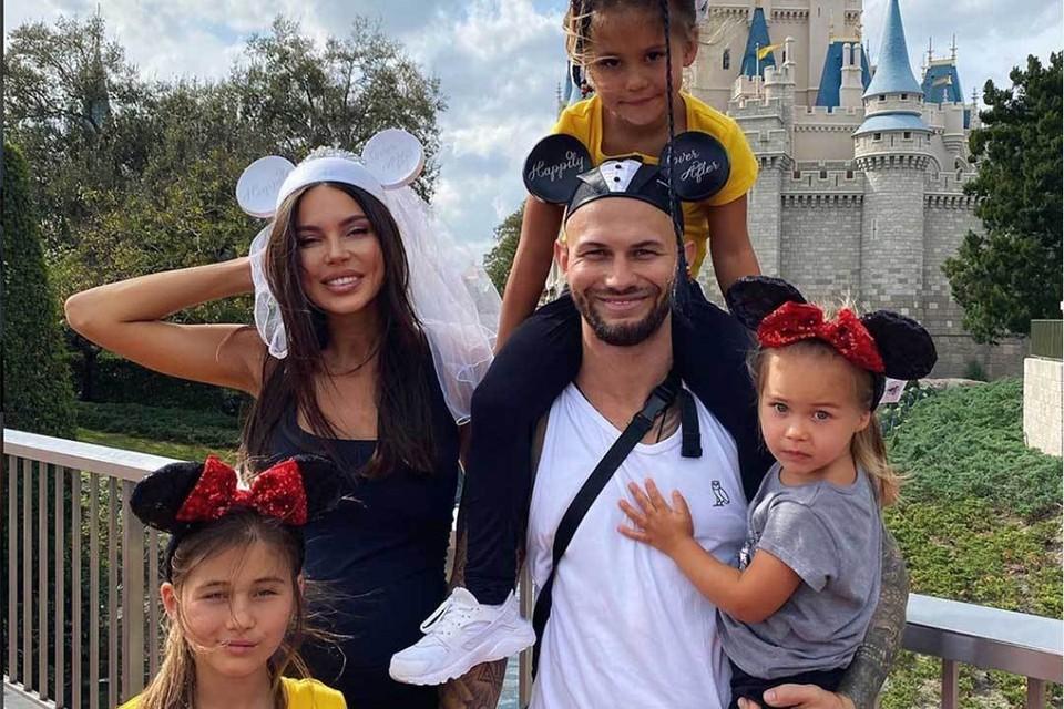 Многодетная семья рэпера Джигана и модели Оксаны Самойловой даже не скрывает, что зарабатывает на своем громком разводе.