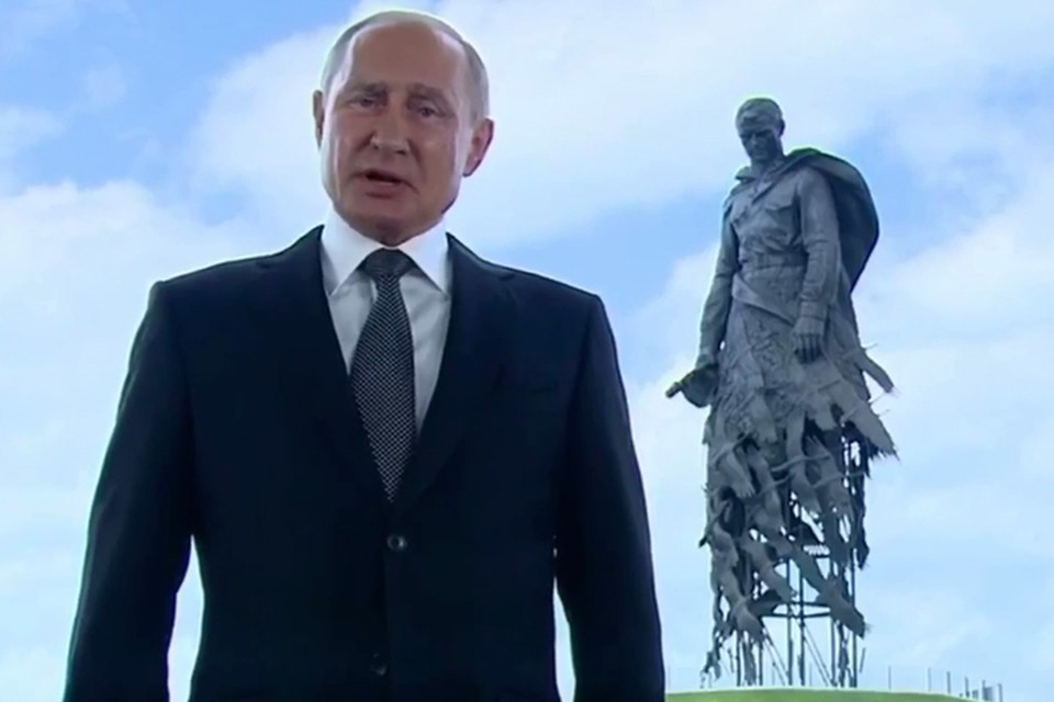Из-за своего обращения к народу Путин перенес открытие монумента, на которое приехал Лукашенко.