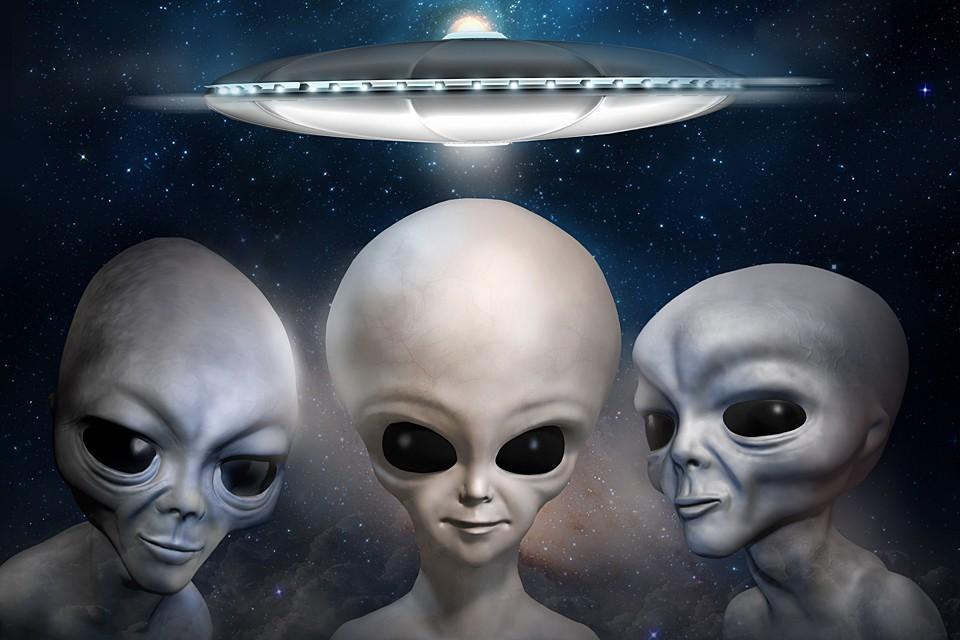 Инопланеяте поздравляют землян с Днем уфолога. Желают успехов в труде