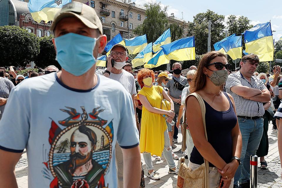 Митинг сторонников Петра Порошенко у здания суда в Киеве.