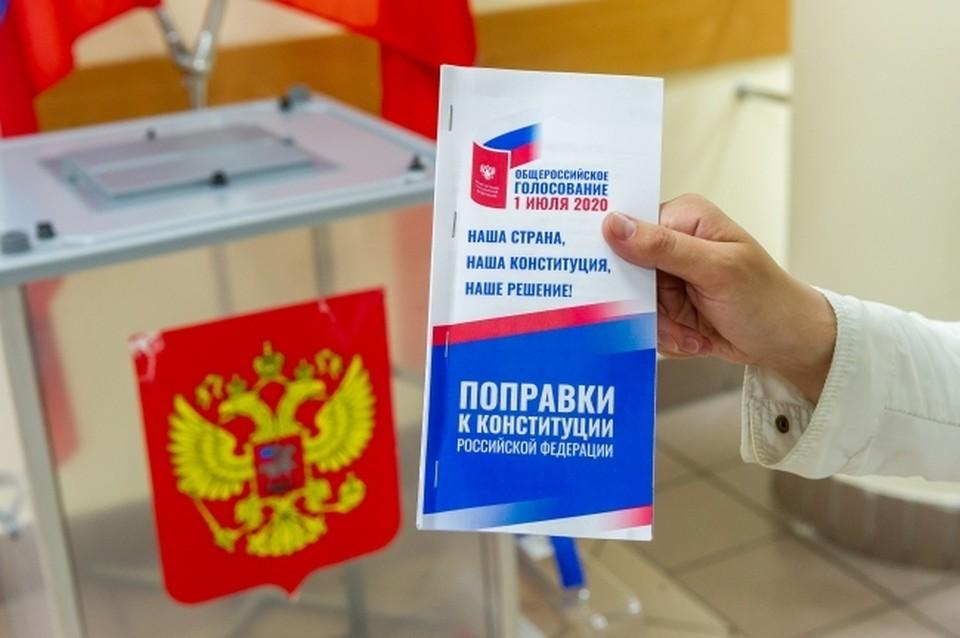 """Россияне проголосовали """"За"""" внесение поправок в конституцию"""