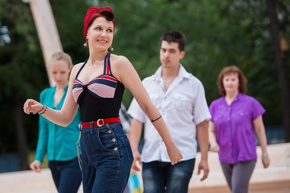 Посетить бесплатные занятия по самбе, румбе, сальсе можно будет до конца лета