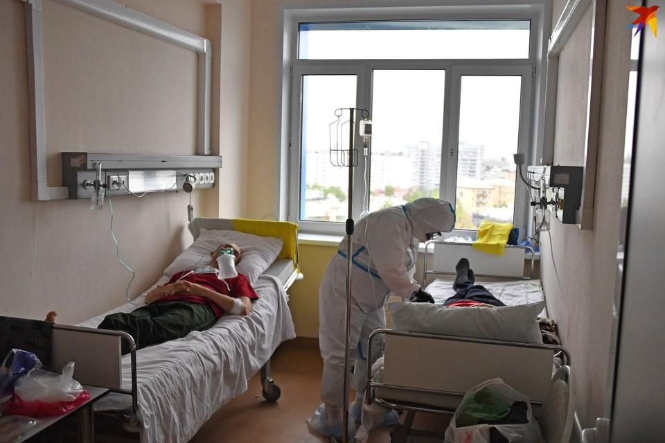 По статистике, количество случаев коронавируса в Беларуси идет на спад, и больницы начали переводить на обычный режим.