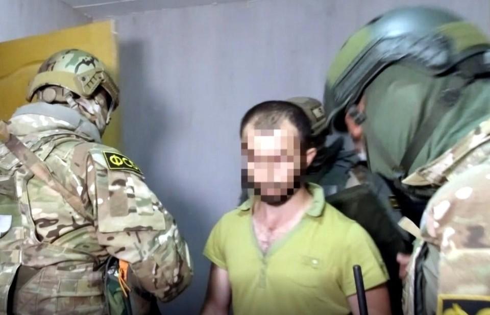 Задержаны 7 членов запрещенной организации. Фото: кадр видео ЦОС ФСБ.