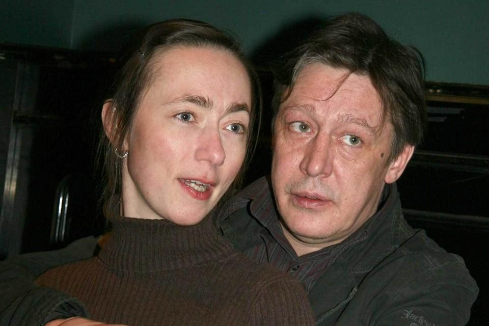Фото: Михаил Ефремов с женой Софьей. Она сейчас отвечает на звонки друзей актера.